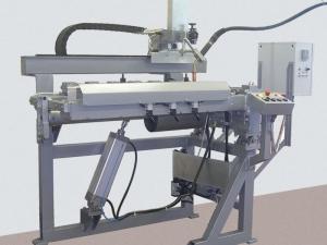 Исполнение установки АС308 с подъемной консолью для МИГ/МАГ-сварки продольных швов обечаек на спуск