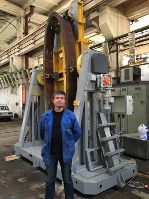 Кантователь и вращатель АС405 крупногабаритных изделий. Положение для сварки изделия.