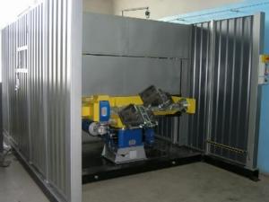 Робототехнический комплекс РК755 с двухпозиционным поворотным столом и вращателями изделий.